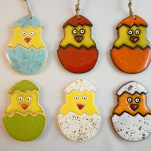 magnet/small pendant - chicken in the shell